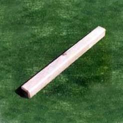 Poste cuadrado de madera 9X9X120 cm. de largo.